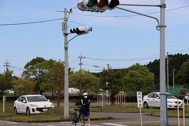 信号のある交差点での二段階右折の確認